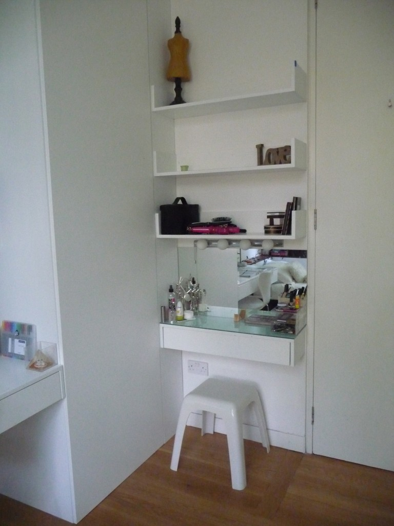 Teen dressing table